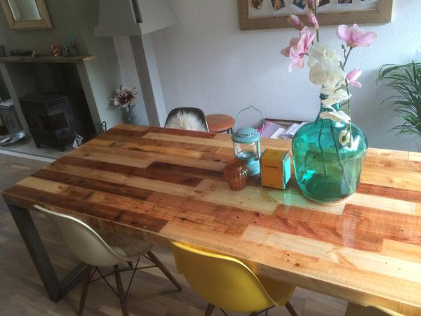 Manieren om bar en tafelbladen van een laag epoxy te voorzien