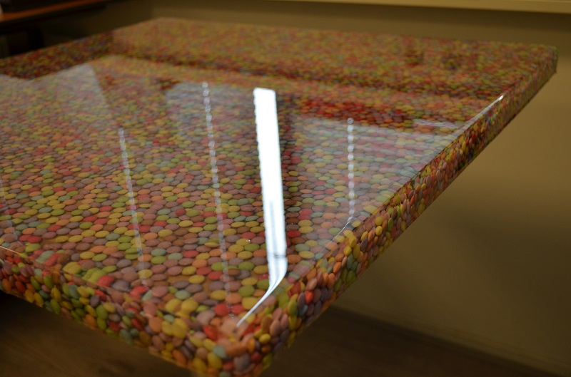 Tafel Van Schaaldelen.Objecten In Tafel Gieten Met Heldere Epoxy Polyestershoppen Nl