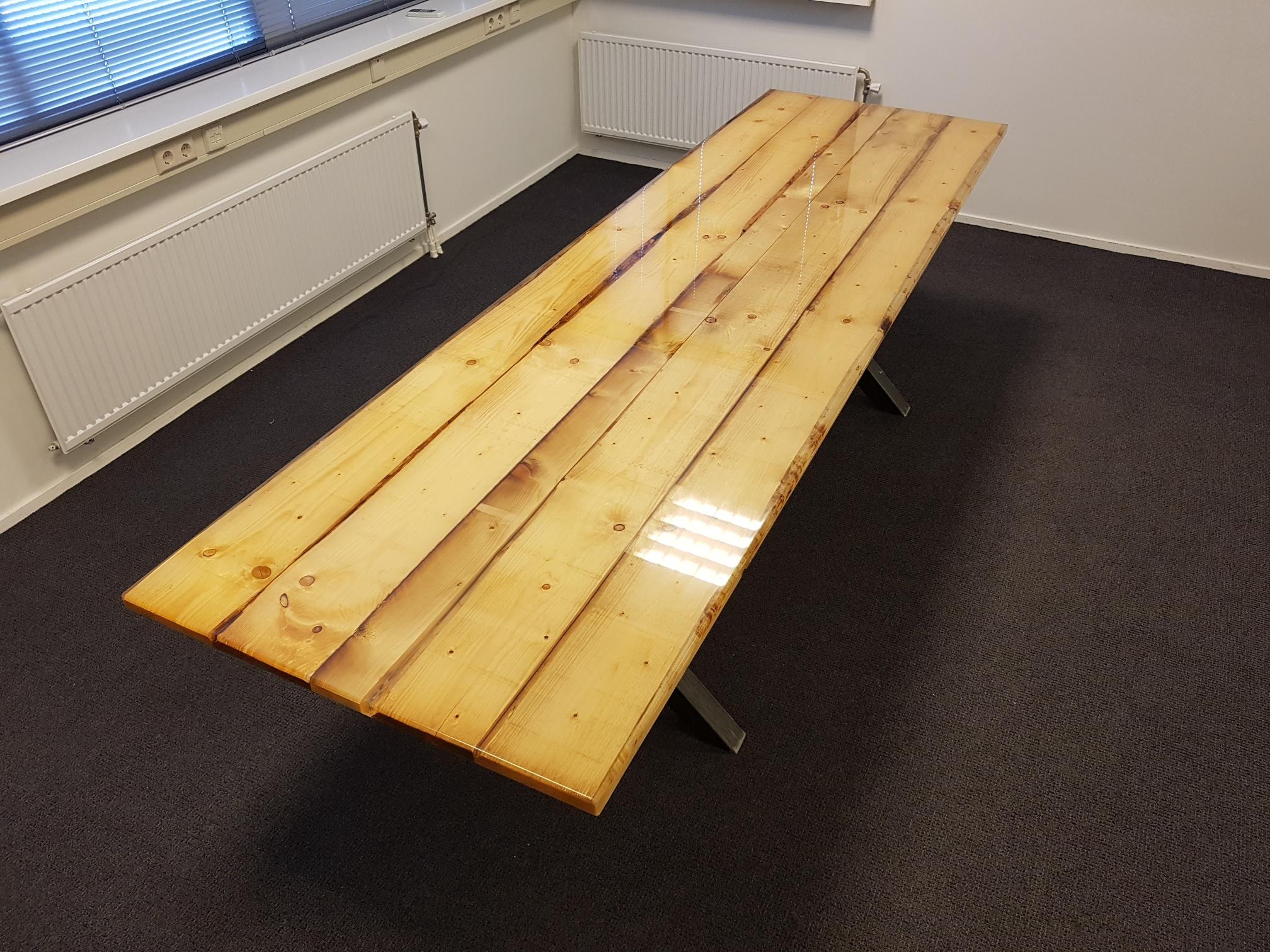 Goede Houten bladen en tafels afgieten met Epoxy Giethars TC-21