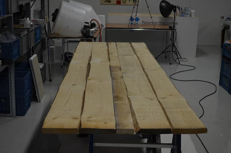 Houten Tafel Behandelen : Houten bladen en tafels afgieten met epoxy giethars