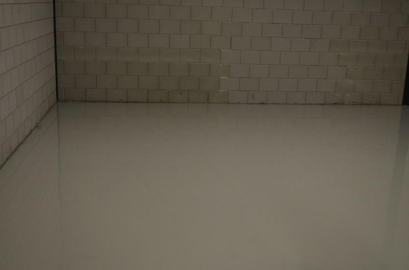 Vloeren afwerken met een epoxy vloercoating - Vloer roller ...